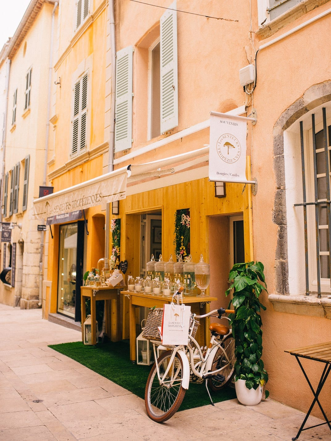 Lucy Cuneo: St Tropez guide - Une Velo!